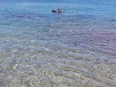海の中の少年