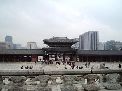 20101219景福宮・高層ビル群と門